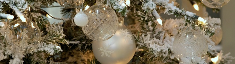 What's your Christmas sparkle? Silver or gold #Christmas decorations #Christmas silver #Christmas gold #Holiday decorations http://www.style-yourself-confident.com/christmas-sparkle.html