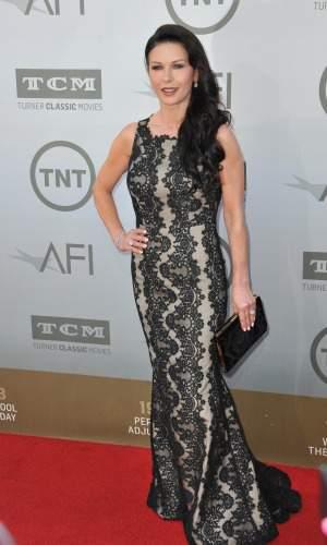Hourglass Body Type #Catherine Zeta Jones  #hourglass figure https://www.style-yourself-confident.com/hourglass-body-shape.html