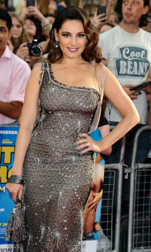 Hourglass Body Type #Kelly Brook  #hourglass figure http://www.style-yourself-confident.com/hourglass-body-shape.html